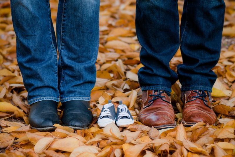 Zwangerschapsshoot in het bos schoentjes