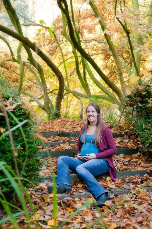 Zwangerschapsshoot in het bos - herfstbladeren